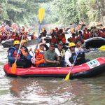 Edy Rahmayadi bersama Akhyar Nasution melintasi sungai Deli