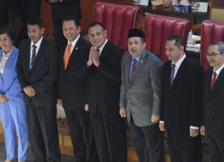 Pimpinan KPK Terpilih Periode 2019-2013 Memberikan Salam Hormat