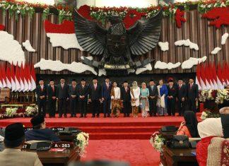 Jokowi, Ma'ruf Amin dan Jusuf Kalla bersama Pimpinan MPR Usai Pelantikan