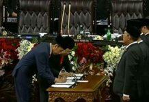 Jokowi-Ma'ruf Tanda Tangan Berita Acara Pelantikan Presiden dan Wapres