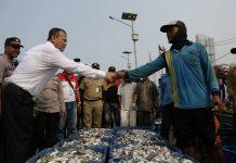 Menteri KKP Edhy Prabowo Beraudensi dengan Nelayan di Pelabuhan Muara Angke