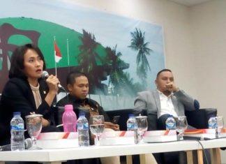 Christina Aryani bersama Abdul Wahid dan Willy Aditiya dalam diskusi di Media Center Kompleks Parlemen