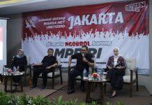 Jazilul Fawaid didampingi Staf Khusus Pimpinan MPR Muhammad Rizal dan Kepala Biro Humas Siti Fauziah dialog bersama warganet