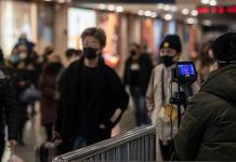 Warga di Kota Wuhan Memakai Masker Antisipasi Virus Corona