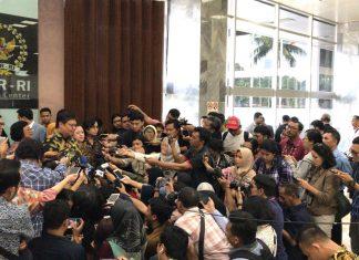 Ketua DPR Puan Maharani bersama Menko Perekonomian Jumpa Pers soal RUU Omnibus Law