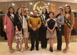 Bambang Soesatyo bersama Finalis Putri Indonesia