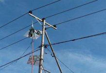 Layangan Nyangkut di Kabel Listrik