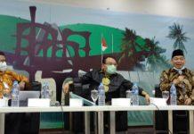 Saleh Daulay bersama Jazuli Juwaini dan Misbahkun dalam Diskusi Dialetika Demokrasi