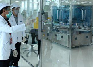 Jokowi Tinjau Pembuatan Vaksin Corona di Bandung