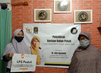 Anis Byarwati Salurkan Sembako kepada Warga di Dapilnya