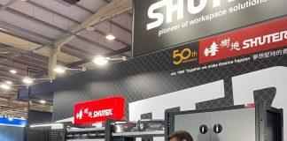 Sophia Cheng, Sales Representative Shuter Ent. memperkenalkan stan dan produk berkualitas mereka