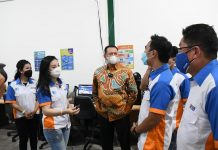 Bambang Soesatyo Berbincang dengan Karyawan Diposin