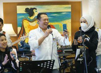Bambang Soesatyo bersama artis ibukota
