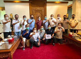 Bambang Soesatyo bersama perwakilan pengprov IMI bertemu Gubernur Bali I Wayan Koster