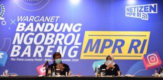 Siti Fauziah didampingi Budi Muliawan berdialog dengan warganet Bandung