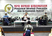 Bambang Soesatyo bersama Muhadjir Effendy dalam diskusi Diskusi Empat Pilar