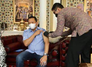 Bambang Soesatyo Menerima Vaksinasi Covid-19