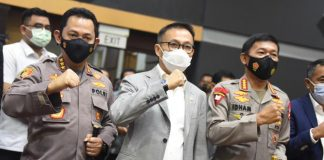 Komjen Listyo Sigit Prabowo bersama Herman Herry dan Jenderal Idham Azis Salam Komando