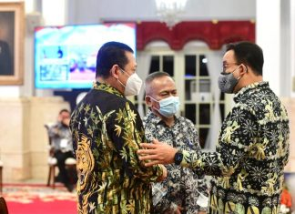 Bambang Soesatyo bersama Atal S Depari dan Anies Baswedan di Istana Menghadiri HPN 2021