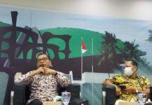 Ahmad Badowi bersama Direktur Eksekutif Indonesia Institute Karyono Wibowo