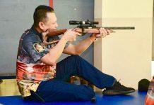 Bambang Soesatyo Mencoba Senjata Api