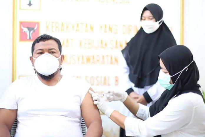 Wali Kota Tanjungbalai Syahrial Jalani Vaksin Covid-19 Tahap Dua