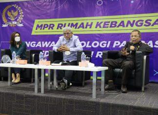 Agun Gunandjar bersama Arsul Sani dalam diskusi Empat Pilar MPR