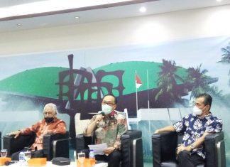 Gupasdi Gaus bersama Zudan Arif Fakrulloh dan Ibnu Multazam dalam diskusi Forum Legislasi di Media Center Kompleks Parlemen, Senayan, Jakarta