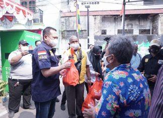 Bambang Soesatyo bersama Gerakan BS Memberikan Paket Sembako ke Warga Tanah Abang