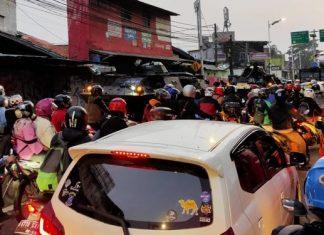 Masyarakat Tidak Bisa Masuk ke Jakarta Saat Melewati Lintasan Tapal Kuda Fly Over Lenteng Agung