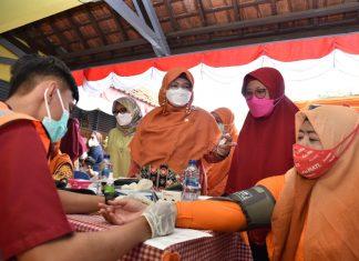 Anis Byarwati Memantau Vaksinasi di Kawasan Jatinegara