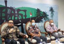 Ahmad Doli Kurnia bersama Yanuar Prihatin dan Emrus Sihombing dalam diskusi Dialektika Demokrasi di Media Center, Senayan