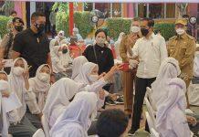 Puan Maharani dan Jokowi Tinjau Vaksinsi di Serang, Banten